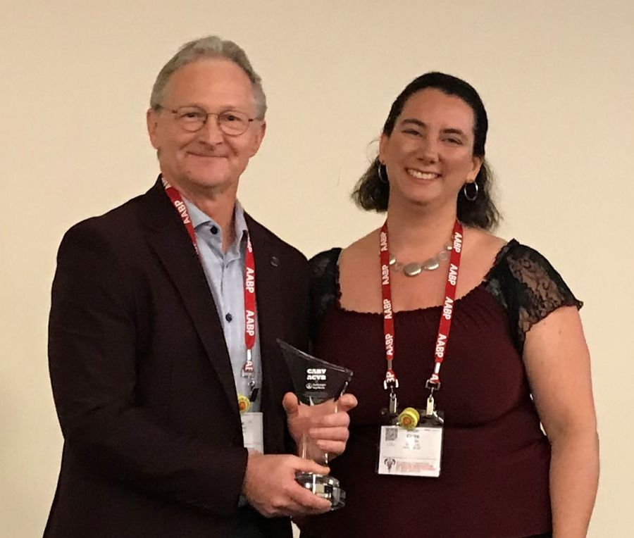 Dr. André Desrochers is presented the Metacam 20 Bovine Welfare Award by Dr. Anne-Claire Brisville (Technical Service Veterinarian, Boehringer Ingelheim Canada Ltd.)